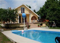 Achterzijde huis met zwembad